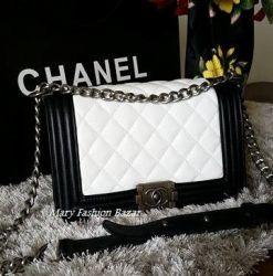 Bolsa Modelo Boy Chanel Preta/ Branca