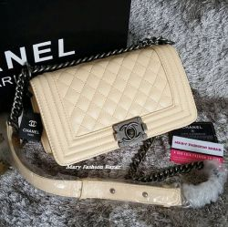 Bolsa modelo Boy Chanel Bege